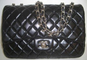 http://bagbible.com/blog/wp-content/uploads/2009/04/fake-chanel-front11-300x208.jpg